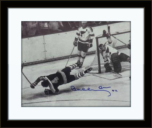 Framed Bobby Orr Authentic Autograph with COA